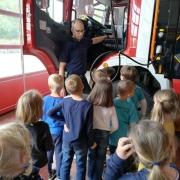 Kinder bei der Brandschutzerziehung